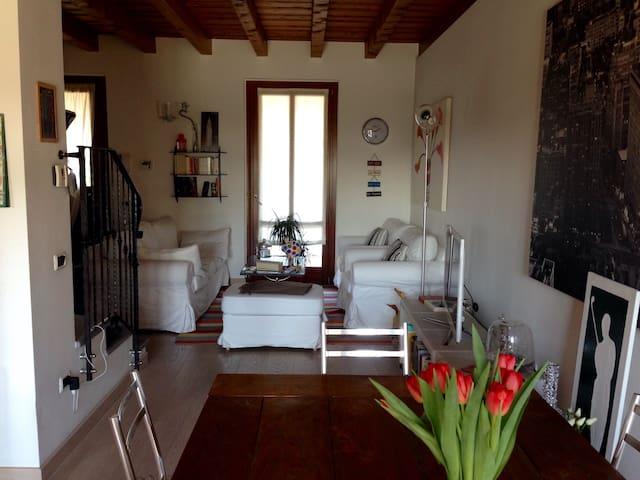 Stanza privata in cascina medievale - Бергамо - Дом
