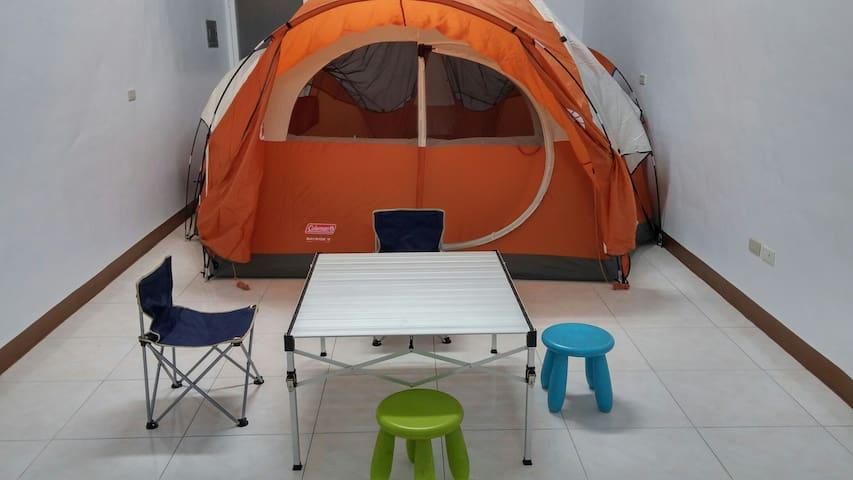城市露營10人房,距捷運站600公尺 青年夜市車行3~5分,超商50M - 鳳山 - House