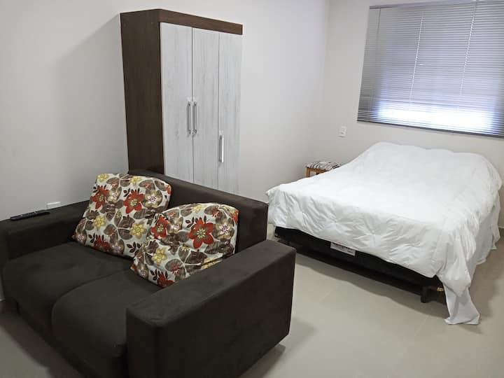 Apartamento n° 205 no centro de Frederico West.