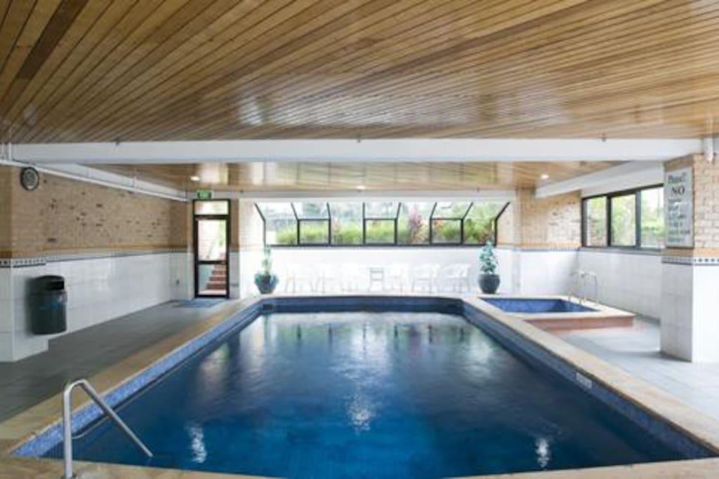 Many amenities! 3 pools, BBQ area, gym, sauna, tennis court!