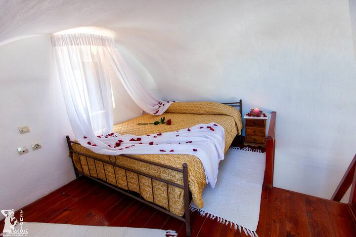 Grand Maisonette with Sea View (3 pax)