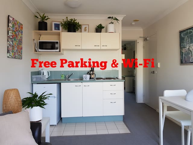 Oasis in South Brisbane with free parking & WiFi