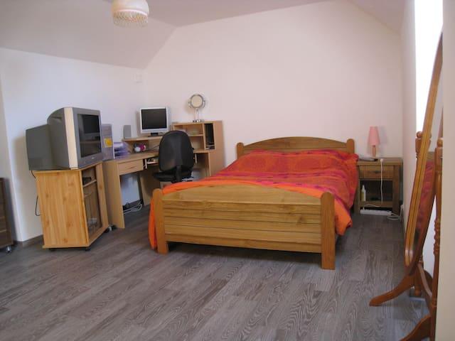 Chambre au calme avec grand jardin  - Longecourt-en-Plaine - Huis