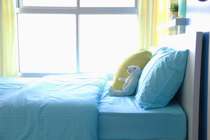 Bedroom 1 / Queen Sized / Beach View