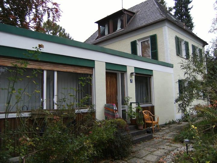 Fröhliche, helle 2-Zimmer- Wohnung