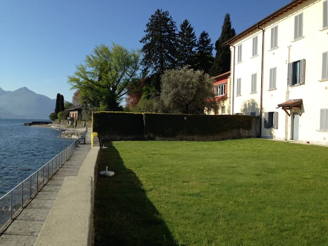 Lake side apartment in Musso - free WIFI (1A)