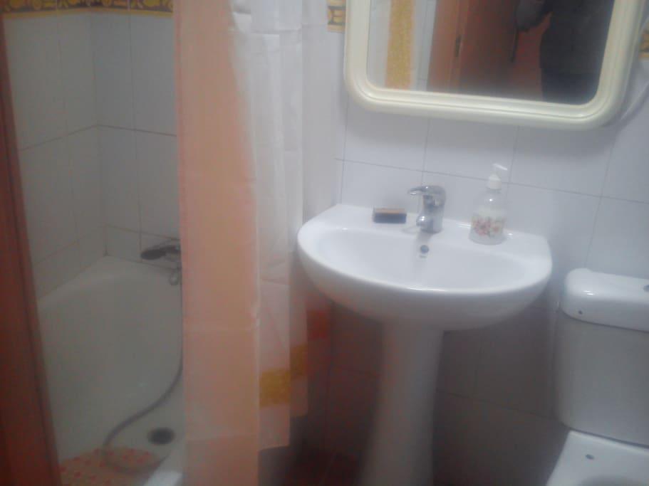 baño con bañera 1.20
