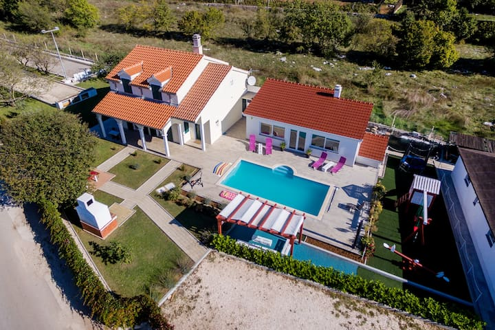 Villa Julia-pool,tenis,football,billiard,8 people