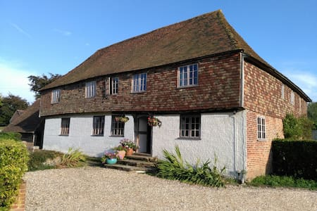 Listed Manor house, 2 bedrooms - Canterbury - House