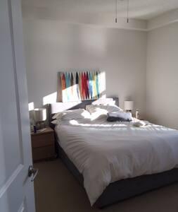 Luxury and Comfort One Bedroom with Balcony - Arlington - Leilighet