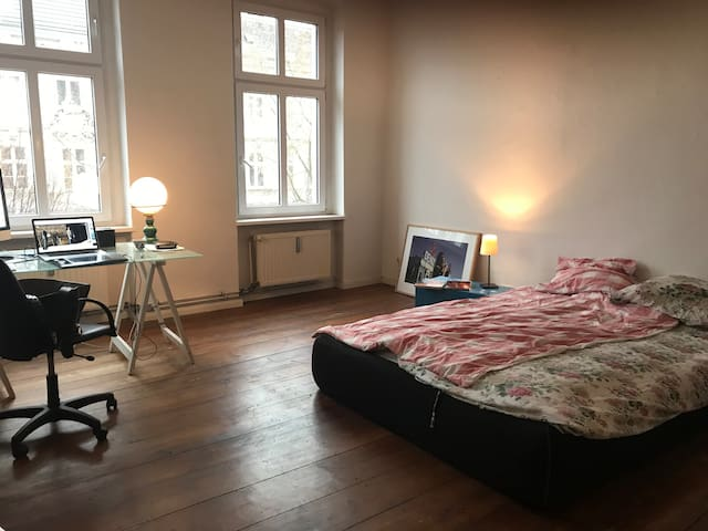 Charming sunny room in the cool part of Kreuzberg