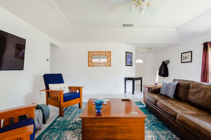 Private Hm 3BR w/KingBed HugeDeck 20 Min to Austin