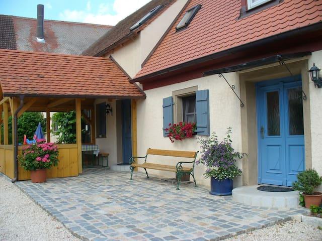 Bio-Bauernhof im fränk. Seenland - Höttingen - Fiegenstall - House