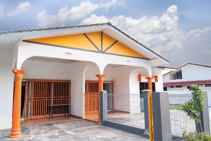 Orange Home Stay Villa 2 (Semi-D)