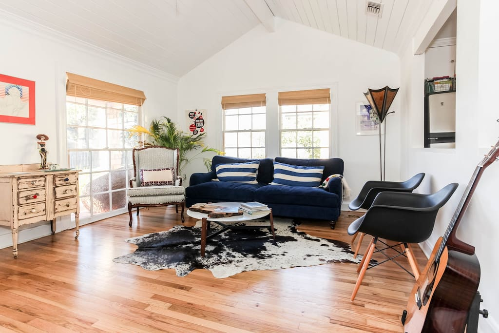 When you enter through the front door, you will be greeted by a wonderfully styled and comfortable living space with vaulted ceilings and an open floor plan into the dining area and kitchen.  This is the ultimate property for gathering with friends and having easy access to everything great about Austin.