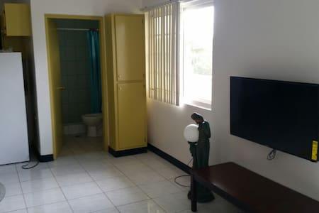 Guam Eagle Guesthouse 3호점 - Hagåtña