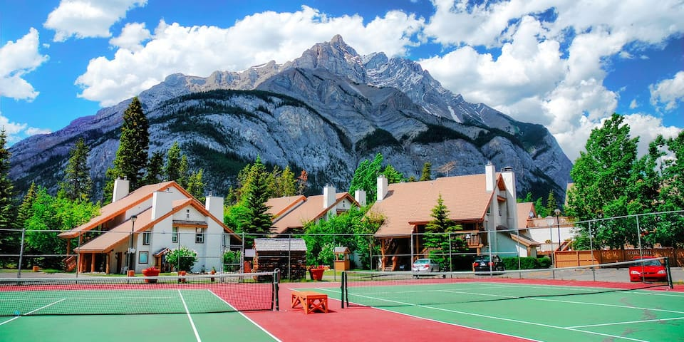 Banff - The Heart of the Rocky Mountains 2BR