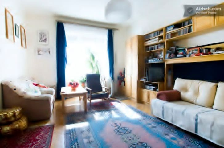 Nice,bright room near city park in a  green park - Budapest - Bed & Breakfast