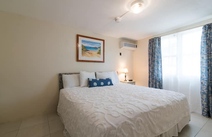 Clairfont Guest Apartments (Apt. 4) Near Beaches