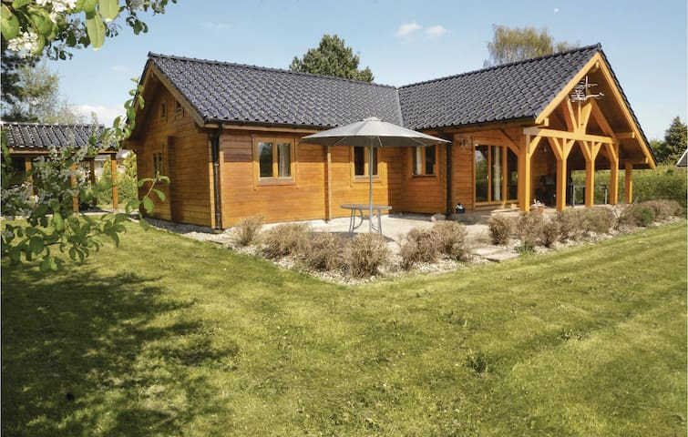 Holiday cottage with 4 bedrooms on 100m² in Hesselager