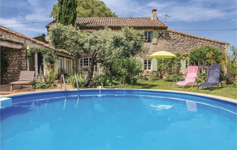 Holiday cottage with 4 bedrooms on 155 m² in Saint Remy de Provence