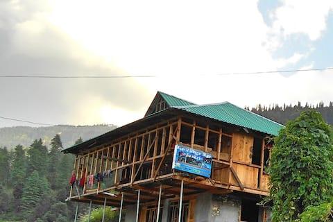 Eco Village Stay - Sankri Homestay