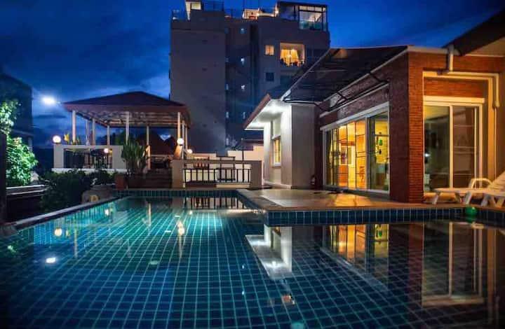 拉威海滩,独栋别墅,三卧室,周边7-11,拉威海鲜市场,出行方便。