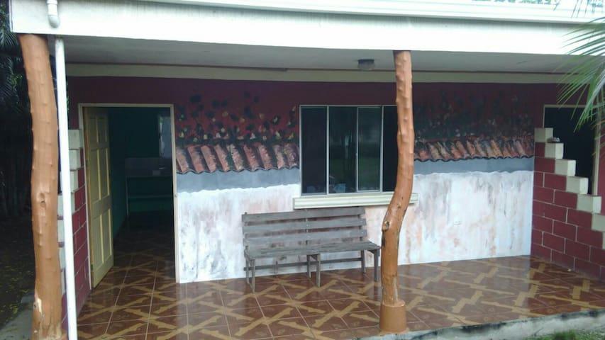 CABINAS EL LLANO A/C WIFI COCINA - El Llano - Appartement