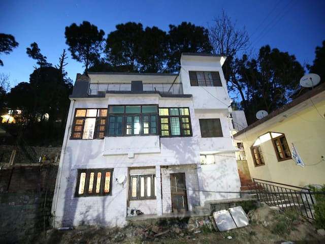 PEAK PANORAMA 2BHK STAY, KASAULI - Marked Down!