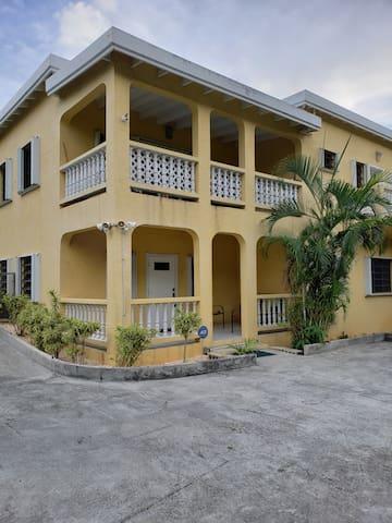 Lauraville Cozy Apartment