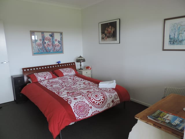 Guest suite with balcony, Ballina Hinterland - Cumbalum - บ้าน