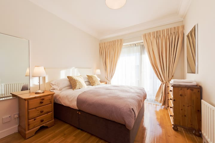 Luxury Apartment in Custom House Square. IFSC