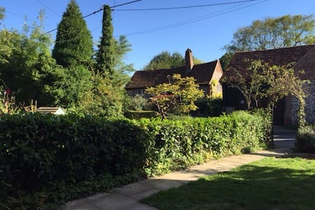Cosy country cottage in the Chilterns - Frieth - House