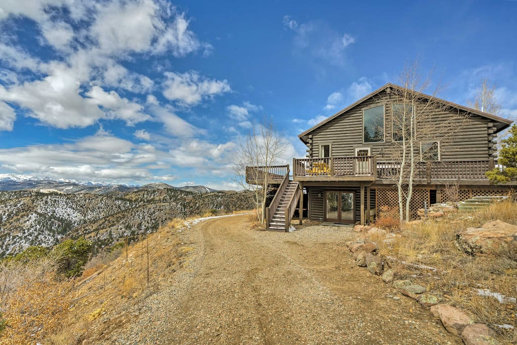Situated on 45 acres in Cotopaxi, this home for 12 is secluded and peaceful.