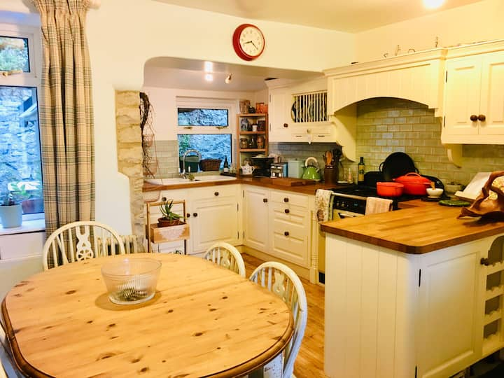 Cosy country cottage in Peak District village.
