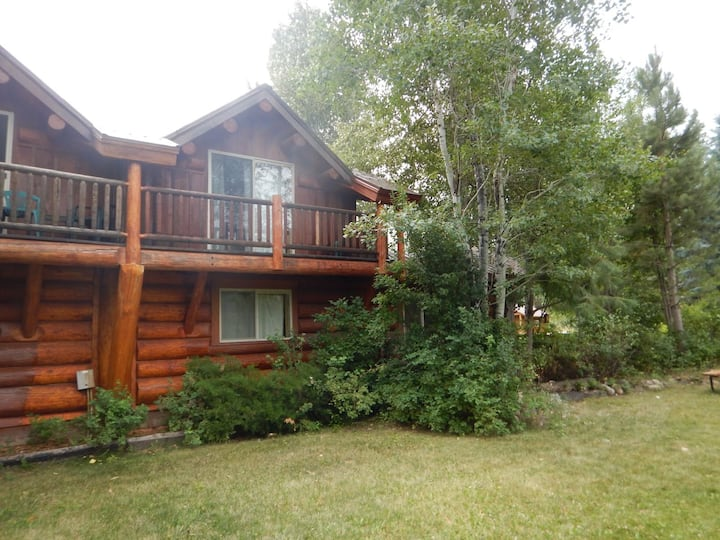 Running Wolf Cabin  2 BR w/trail access, pool/hot tub