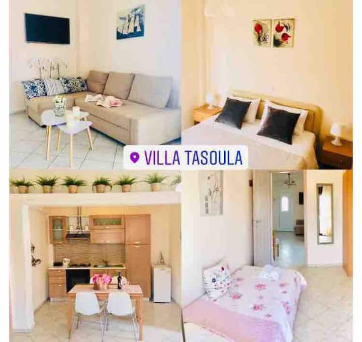 Villa Tasoula suite by the sea