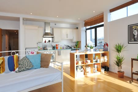 City Centre pad with stunning views of the River - บริสตอล
