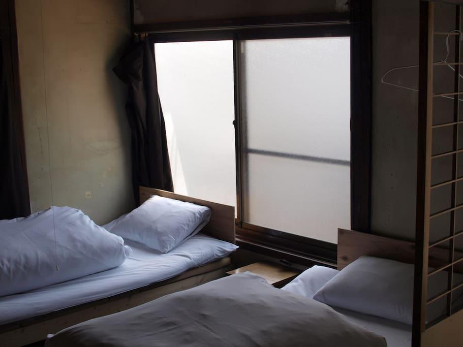 寝室 カーテン開けると明るい
