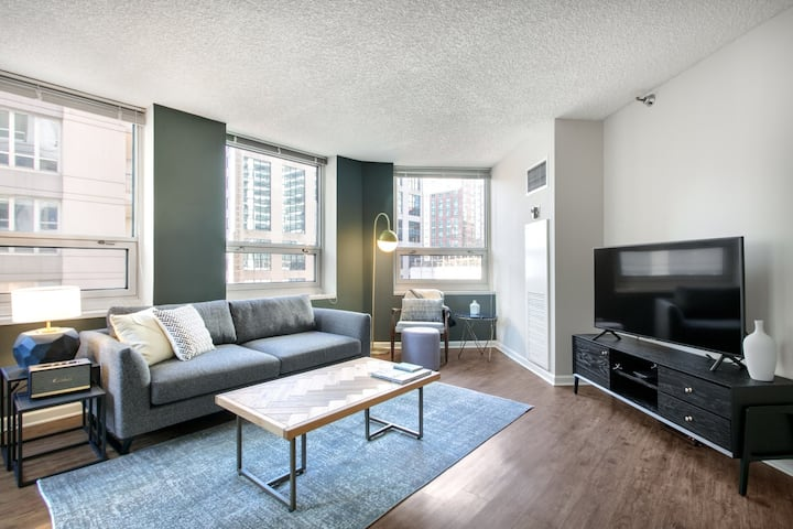 Hip River North 1BR w/ Gym, W/D, near Magnificent Mile, by Blueground