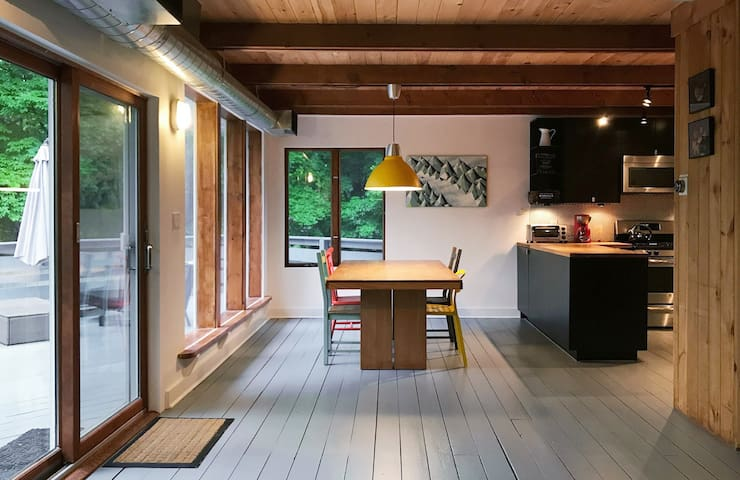 Modern cottage with movie screen!