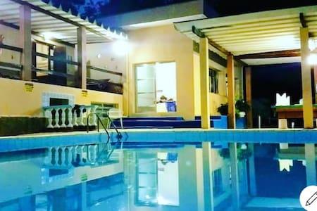 Chácara para temporada com piscina na cidade Luz