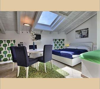 appartamenti in villa con piscina - Malgrate - Huis