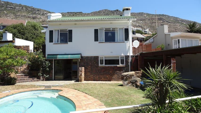 At the Acorn is a gem set in a rustic garden! - Kaapstad - Appartement