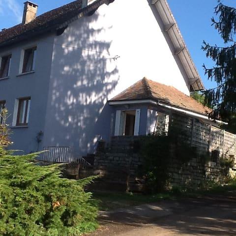 Gite familial en campagne à Rennes sur Loue