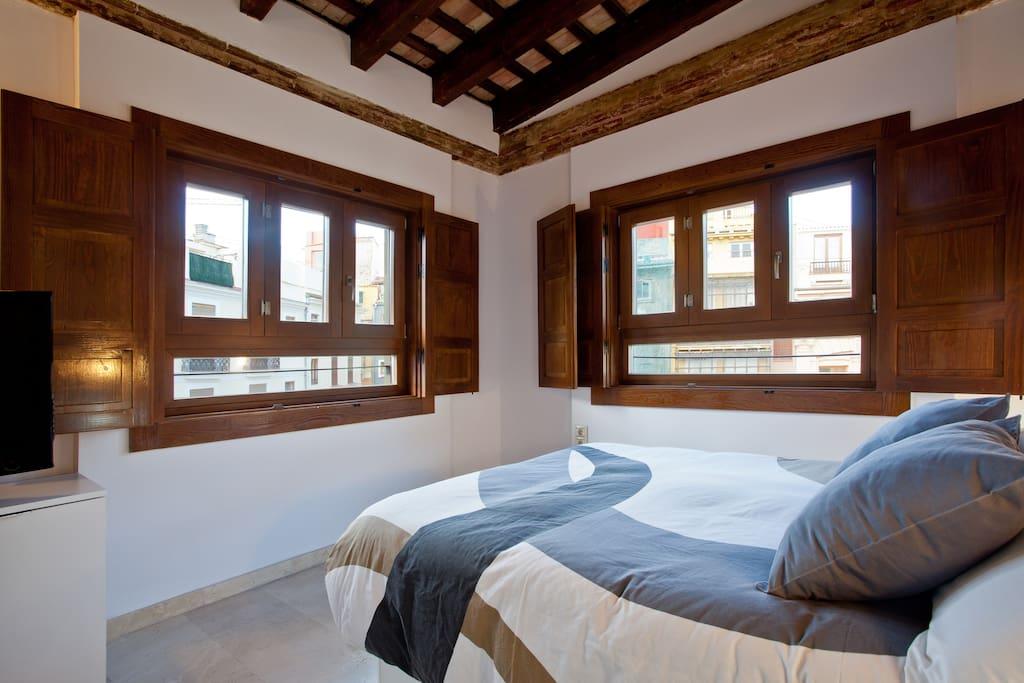 Charming loft in plaza redonda 3 lofts for rent in - Loft valencia ...