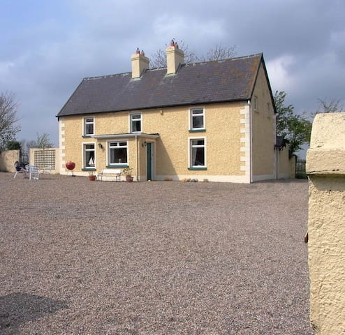 Traditional  Irish Farmhouse  - Blackwater - Chatka
