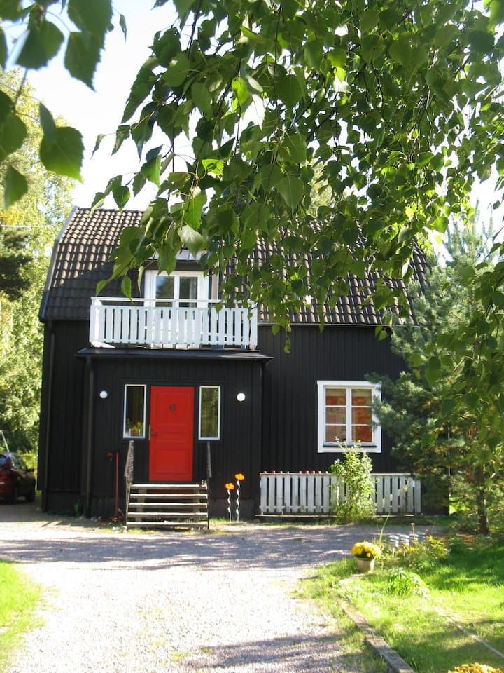 The Black House - with garden in a quiet suburb