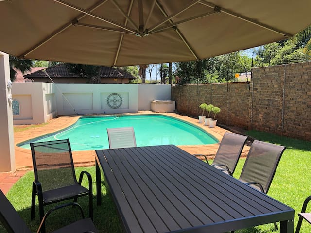 Wilgers,WIFI, DSTV,4Bed, 3Bath, AC, Pool, Sleeps10