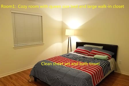 1:Quiet Cozy Room with Queen Bed, shared bath - Corona